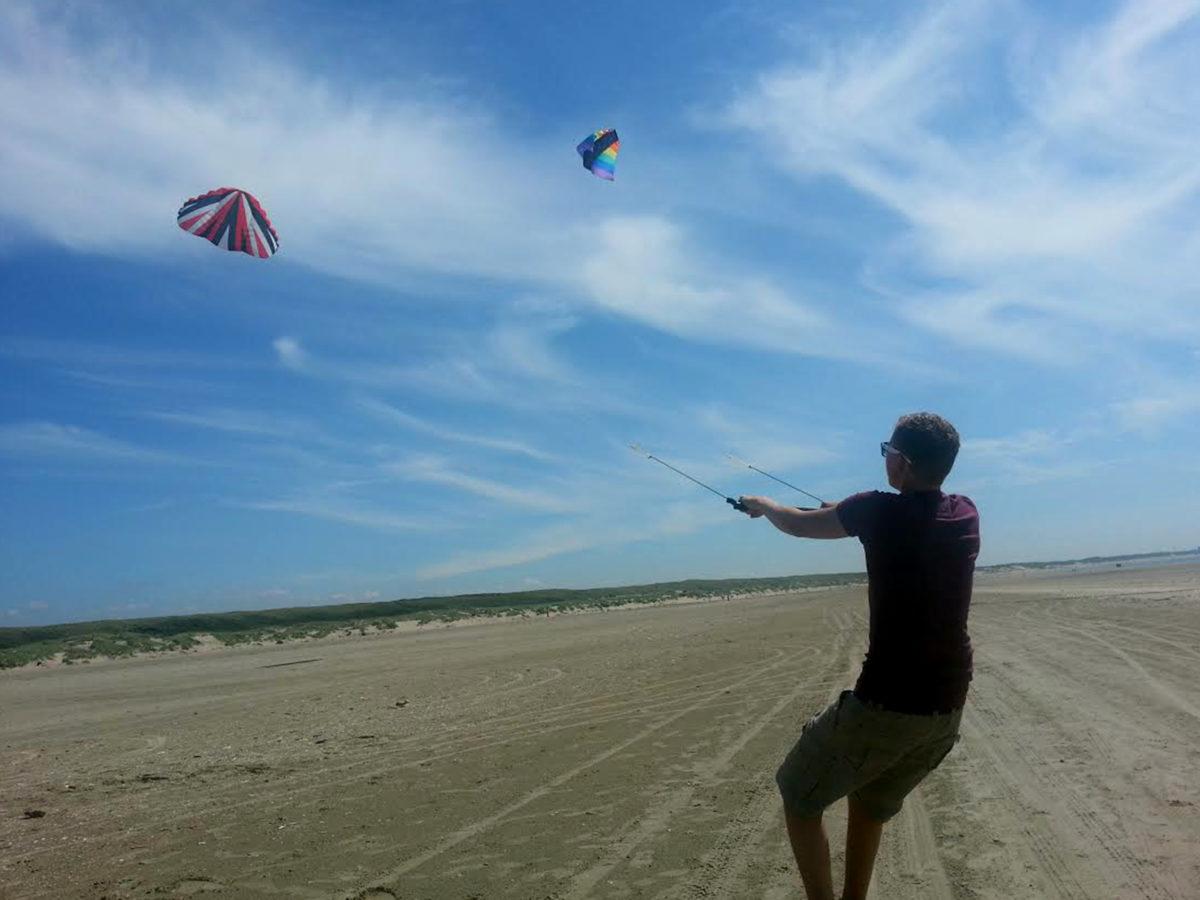 vliegeren op het strand