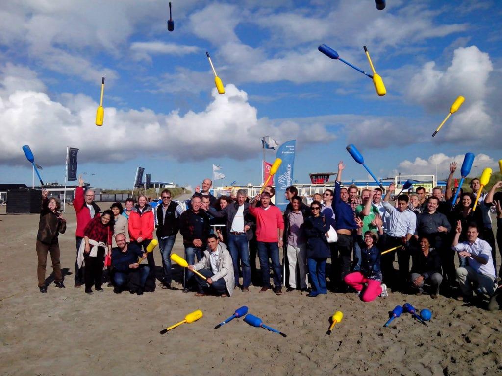 Familiedag groepsfoto beach challenge Eventmaker